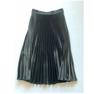 H&M green pleated midi skirt
